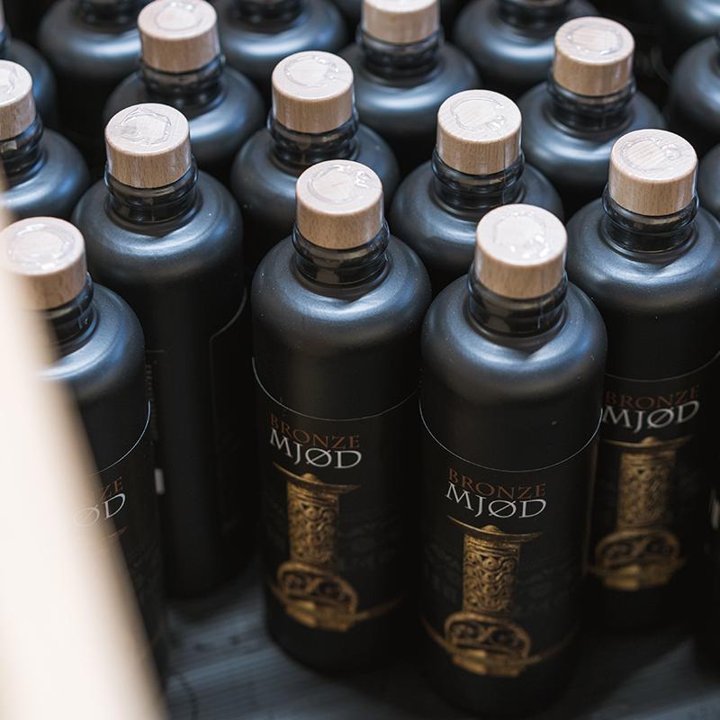 Snoremark Mjødbryggeri sorte flasker med mjød